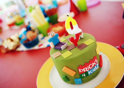 Bricks 4 Kidz Urodziny tort2